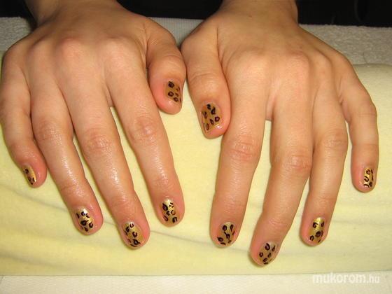 Zádori Magdolna - Zsófinak leopárdmintás lakkozás - 2011-02-14 19:02