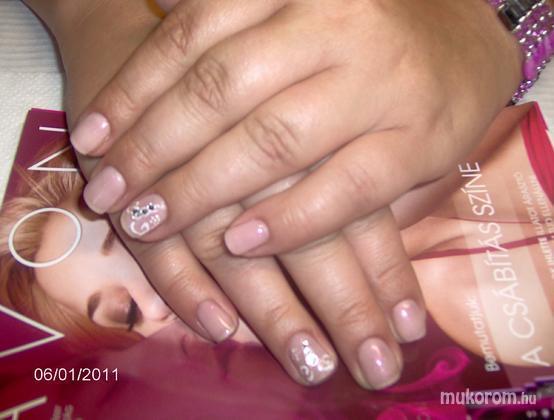 Vadi Barbara Perla Szépségszalon - Körömerőssítés diamond zselével - 2011-06-02 23:02
