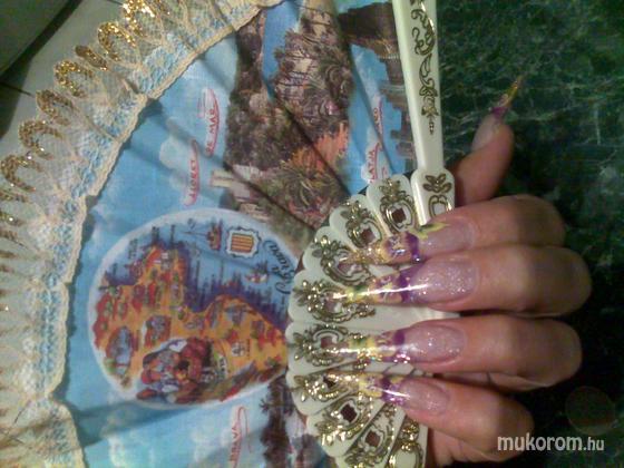 Kiss Adrienn - zselés akrilos - 2011-09-14 12:27