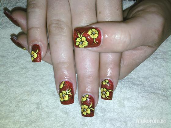 Kalmár Emese - sárga virágok  - 2011-10-03 23:46