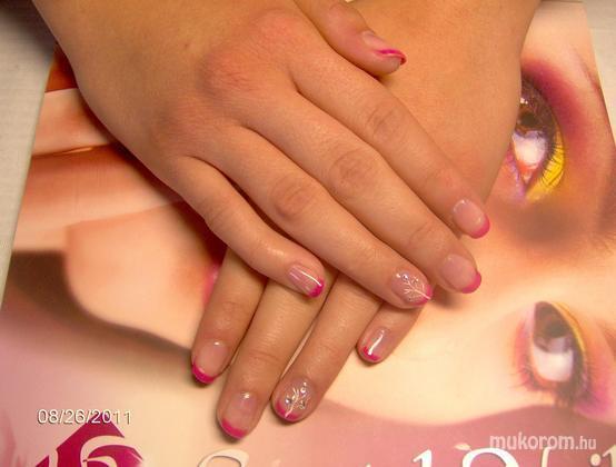 Vadi Barbara Perla Szépségszalon - Gel lac akril mintával kövekkel - 2011-10-07 21:20