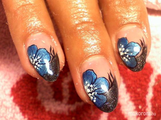 Kovács Anna - fekete kék virág - 2011-10-11 21:33