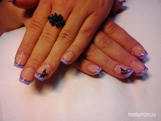 Kelemen Anikó - lila pillangós - 2011-11-01 17:41