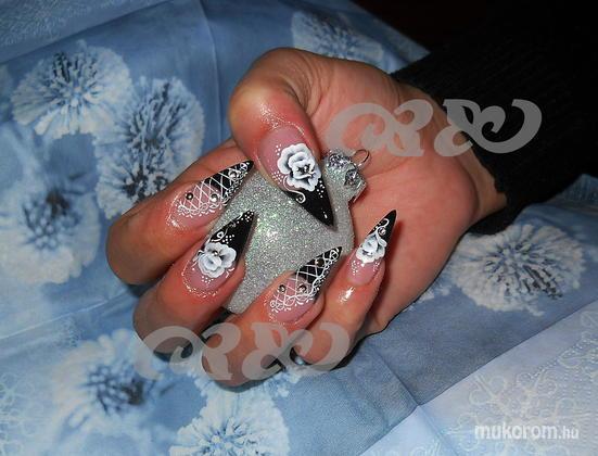Gerőcs Gabriella  - Niki fekete hullámos2 - 2011-12-14 22:22