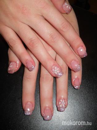 Emi - Veronika zselés lila csillámos hópihés - 2011-12-20 23:46