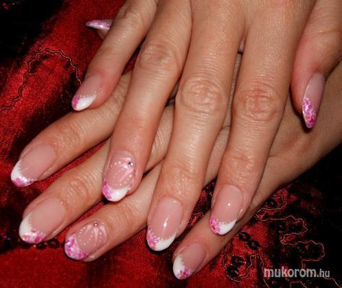 Bacskai Renáta - Rózsaszín törtkagylóval - 2011-07-21 22:47