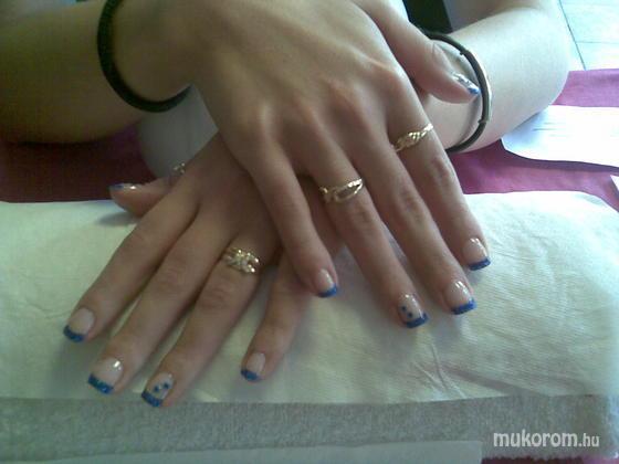 Papp Melinda - kék mozaik csillaggal - 2011-10-30 14:40
