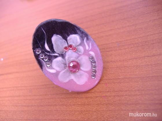 Szakonyi Andrea - anyu körmeihez - 2011-09-16 11:28