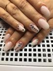 Best Nails - Kövek