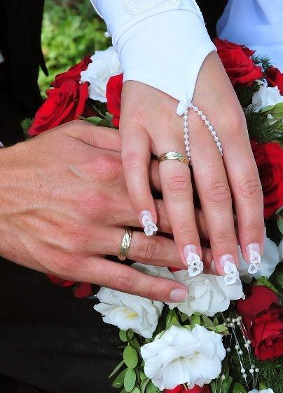 Grósz Bernadett - Esküvői köröm, porcelán virágokkal - 2009-09-24 14:44