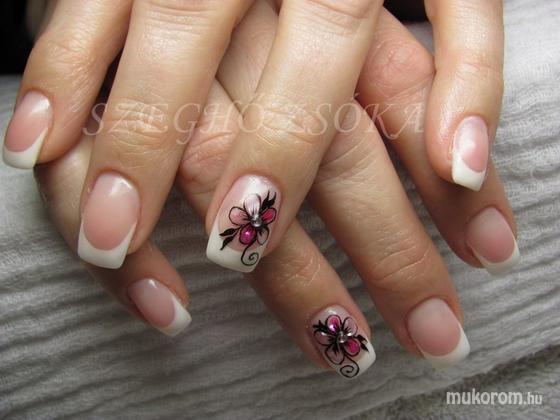 Szeghő Zsóka - tört kagylóból virág - 2011-01-31 12:21