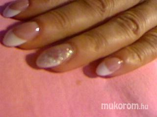 Nagy Erika - fehér csillámmal - 2011-04-28 22:35