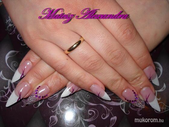 Matesz Alexandra - francia lila hálós - 2011-05-07 19:41
