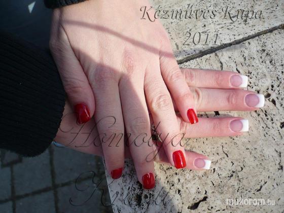 Homolya Kriszti - mini francia körmök - 2011-06-06 09:28