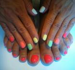 kézre lábra színes lakk