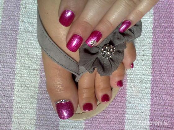 Dugonits Melinda - Csillogós Gél Lakk kéz és lábkörömre - 2012-07-30 15:30
