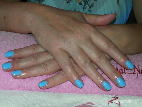 Százdi Anita - kék gél lakk - 2014-07-16 20:56