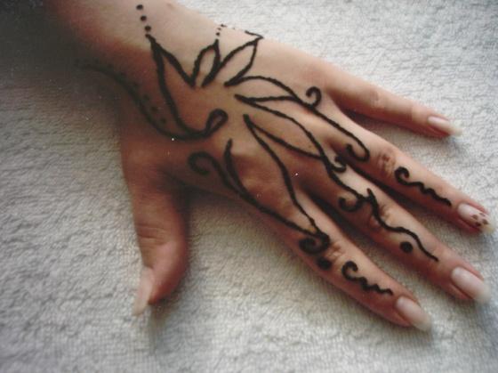 FEKETE ILDIKÓ. Körmösildi - Henna - 2010-06-27 19:20
