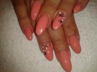 Pink kövekkel