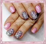 Pink leopard nail