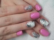 Ezüst és márvány