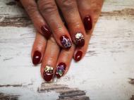 Best Nails - Bordó és flitter színvaltó virággal