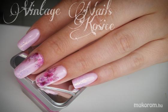 Csuri Kinga - Vintage Nails Košice - 2016-04-16 16:45