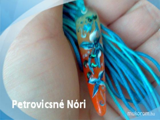 Petrovicsné  Nóri - medál kék virággal - 2011-01-16 13:15
