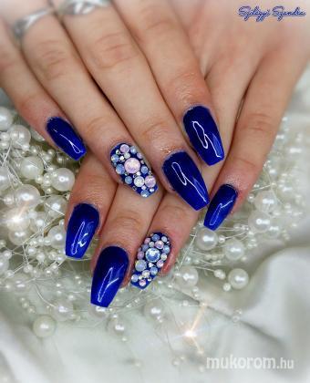 Kék - Kombinált műköröm díszítés