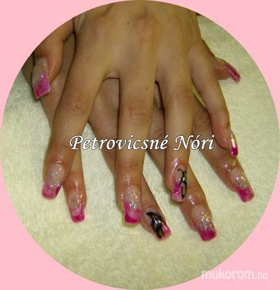Petrovicsné  Nóri - Nicolenak rózsaszínt pillangóval - 2011-03-12 22:39