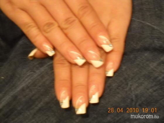 Heni nails - Lakkal díszitett - 2011-03-28 19:44