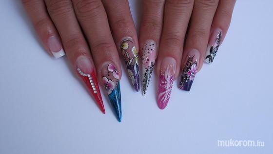 Farkas Szilvia Sisco - nails mix - 2011-05-25 05:58