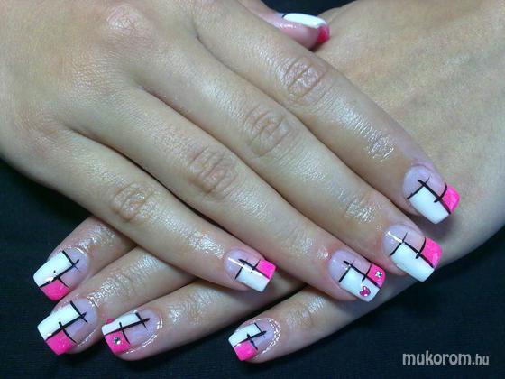 Szőllősi Tímea - pink és fehér - 2011-08-13 09:29