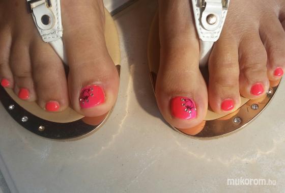 Narancs és pink - Lábköröm díszítés