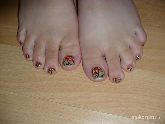 Miklós Andrea - Akril virágok lábon - 2011-05-30 19:08