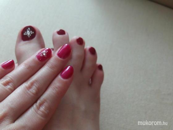 Kovács Jessica - kézen gellac lábon lakk akril és swarovski - 2012-04-16 08:19