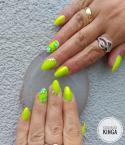 Neon zöld körmök sellőporral