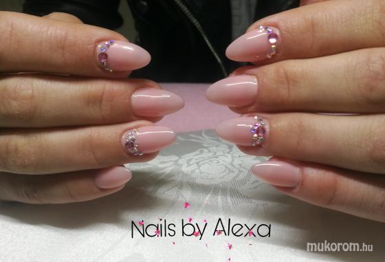 Fülöp Alexandra - Nude nails - 2019-05-16 12:07