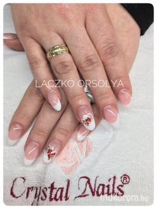 Niki szivecskéi - Porcelán műköröm minták