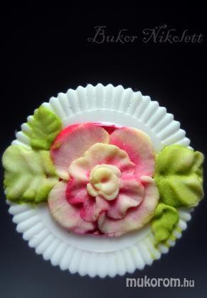 Bukor Nikolett - porcelán virág gyakorlás - 2011-04-29 16:59
