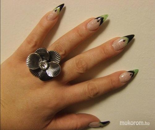 Miksa Brigitta - zöld fekete porcelán - 2011-05-14 21:27