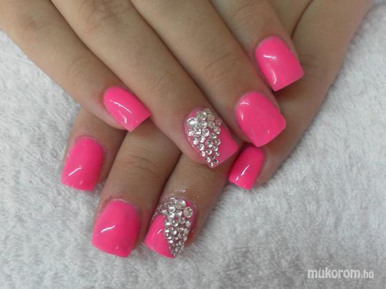 Makai Adrienn - pink - 2011-08-03 10:07