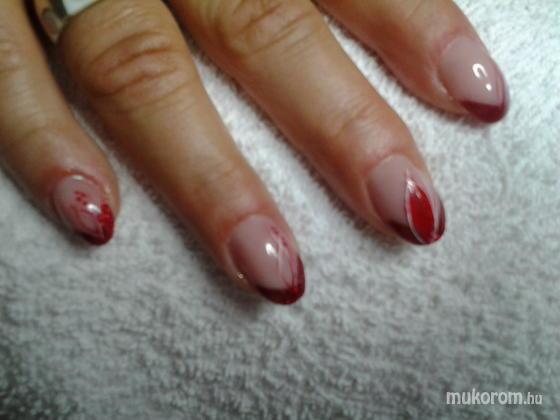 """Nail Beauty körömszalon """"crystal nails referencia szalon"""" - piros leveles vendég kérésére - 2011-09-15 18:50"""