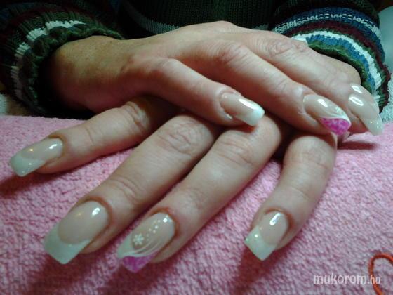 """Nail Beauty körömszalon """"crystal nails referencia szalon"""" - rózsaszínes porcelán - 2011-12-16 19:34"""