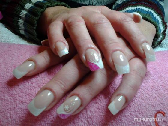 """Nail Beauty körömszalon """"crystal nails referencia szalon"""" - rózsaszínes porcelán - 2011-12-16 19:35"""