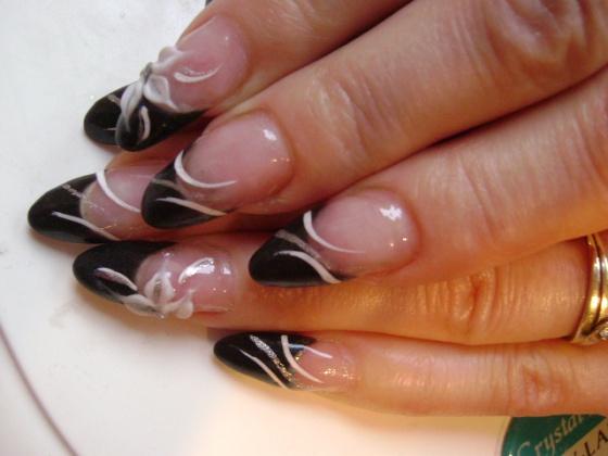 Németné Kiss Anita - fekete porci-fehér virággal - 2010-01-28 18:43