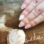 Francia akrilzselé kagyló díszítéssel