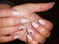 Best Nails - egy kis natúr virágos