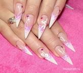 Best Nails - fehér stiletto zselés virágokkal