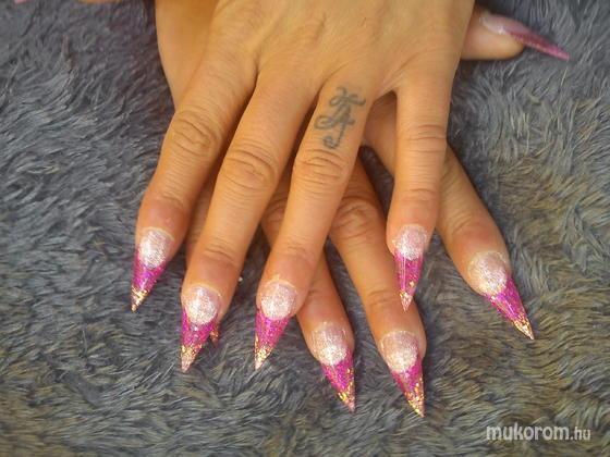 Osvát Olga - ciklámen pink csill - 2012-06-24 12:17